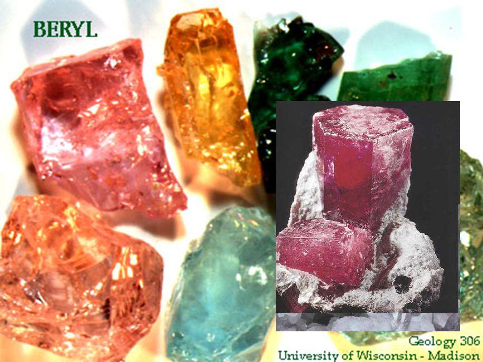 ΒΙΞΒΥΪΤΗΣ Πίστευεται ότι οι κρύσταλλοι της αναπτύσσονται κατά μήκος σπασιμάτων σε κοιλότητες ή σε ηφαιστειακή λάβα από υψηλής θερμοκρασίας αέρια τα οποία απελευθερώνονται κατά τα τελευταία στάδια ψύξης και κρυσταλλοποιήσεως του μάγματος.