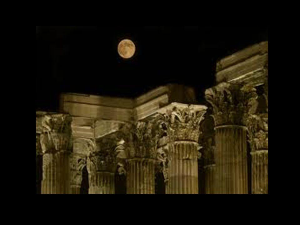 Έτσι κατά το πρώτο δεκαήμερο το φεγγάρι γεμίζει, κατά το δεύτερο βρίσκεται στο μέγιστο της φωτεινότητάς του και κατά το τρίτο αδειάζει γι' αυτό και τη