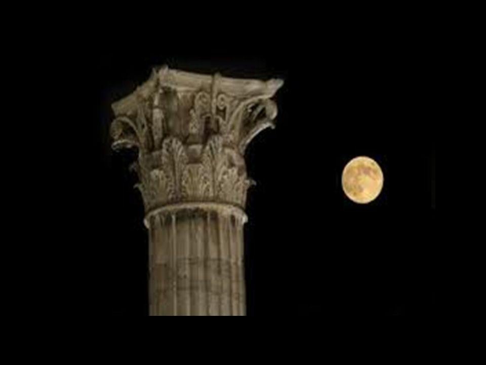 La luna, è la dea della Selene, la dea della notte e della Dea di mesi. Più volte è stata confusa con la dea Artemide sia, o la dea Hera, sia per Pasi