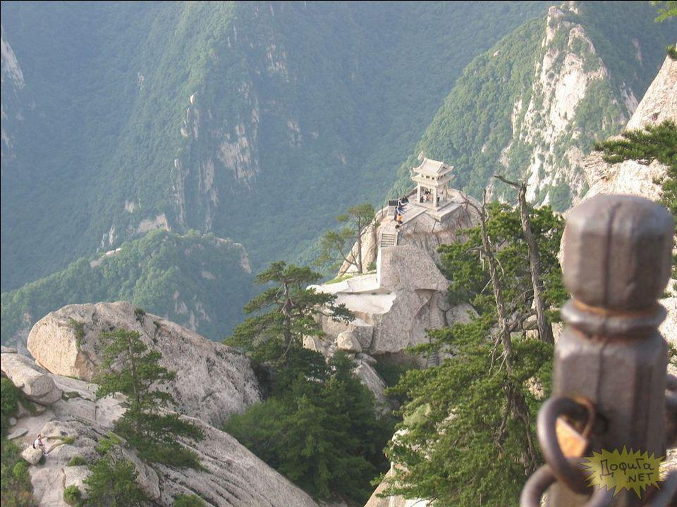 Αν δεν επιθυμείτε να να έχετε αυτή την τρομερή οδύσσεια στο μονοπάτι του Huashan, μπορείτε να πάρετε το τελεφερίκ κατευθείαν στην βόρρεια κορυφή, και απολαύστε την εκπληκτική θέα.