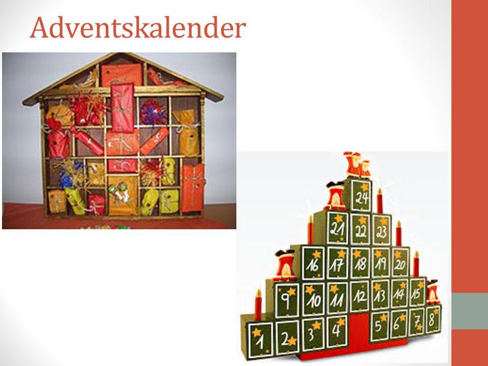Το Χριστουγεννιάτικο ημερολόγιο αποτελεί είτε μεγάλο βάζο που φέρει αλεξανδρινά είτε μεγάλο στολισμένο ανοικτό κουτί με δώρα. Και στις δύο περιπτώσεις