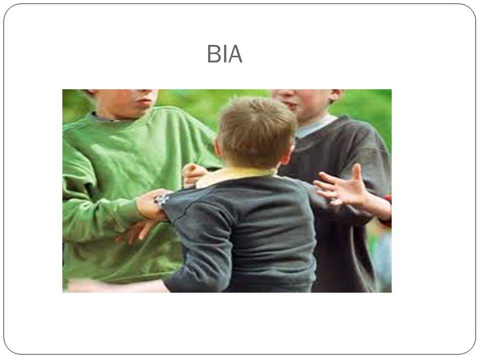 ΣΤΟΧΟΙ Καταγραφή των έντονων δυσκολιών που αντιμετώπιζαν τα σχολεία ως προς τη διαχείριση των προβλημάτων συμπεριφοράς των παιδιών Άμεση υποστήριξη στο προσωπικό του σχολείου με προγραμματισμένες επισκέψεις Άμεση υποστήριξη και εξατομικευμένη παρέμβαση στους μαθητές / τριες που εμπλέκονταν σε περιστατικά ενδοσχολικής βίας Ενημέρωση / συμβουλευτική / υποστήριξη / ευαισθητοποίηση των εκπαιδευτικών και των γονέων ως προς τη διαχείριση έντονων προβλημάτων συμπεριφοράς των παιδιών Προώθηση και υποστήριξη των προγραμμάτων προαγωγής της ψυχικής υγείας Διευκόλυνση των σχολείων στη σύνδεση και συνεργασία με εξωτερικούς φορείς ψυχικής υγείας και υπηρεσίες διάγνωσης και υποστήριξης