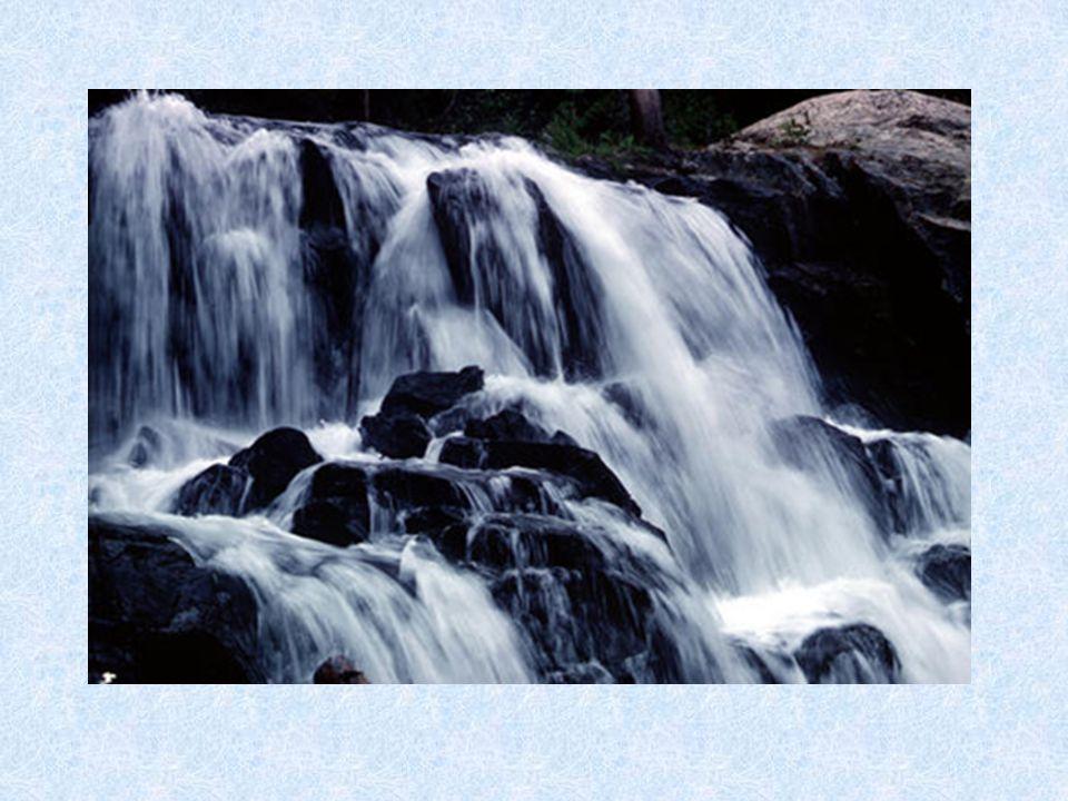 Περιεχόμενα Θέμα 1ο : ΔΙΚΤΥΑ ΥΔΡΕΥΣΗΣ 1)Ιστορικά 2)Γενικά περί ύδρευσης 3)Η κατανάλωση του νερού 4)Διανομή του νερού στους δρόμους Α) Διάταξη του δικτύου Β) Κατασκευή των σωληνώσεων Γ) Φρεάτια διανομής Δ) Τα στόμια πυρκαγιάς Ε) Διανομή του νερού στα κτίρια Στ) Υδρομετρητές ΘΕΜΑ 2° : ΦΡΑΓΜΑΤΑ 1)Πρόλογος 2)Ιστορικά 3)Τι είναι φράγμα και ποιος ο σκοπός κατασκευής 4)Είδη φραγμάτων Α) Φράγματα βαρύτητας Β) Αναπτυσσόμενες Δυνάμεις Γ) Φράγματα Βαρύτητας με διάκενα Δ) Φράγματα αντηριδωτά Ε) Φράγματα τοξωτά Στ) Φράγματα χωμάτινα.