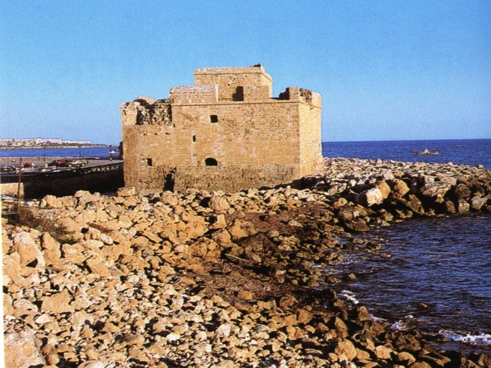 ΤΑ ΤΕΙΧΗ ΤΗΣ ΠΟΛΗΣ Τα τείχη της πόλης περικλείουν έκταση περίπου ένα τετραγωνικό χιλιόμετρο.