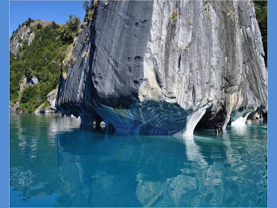 Τα χρώματα των νερών και των βράχων, εκτός από την εποχή του χρόνου, εξαρτώνται επίσης και από τoν καιρό.