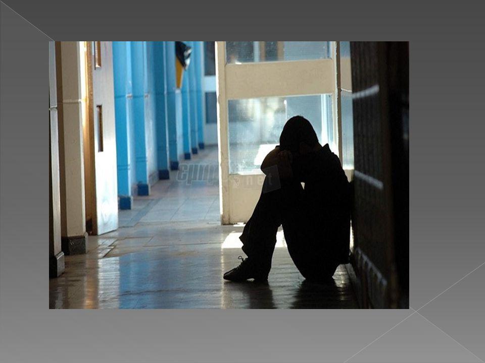 Οι μαθητές /τριες που βιώνουν πιο άμεσα τις οδυνηρές συνέπειες της ενδοσχολικής βίας είναι αναμφίβολα τα θύματα που εμφανίζουν σημάδια, τα οποία αν παρατηρηθούν εγκαίρως,θα βοηθήσουν στη γρήγορη επίλυση του προβλήματος.Σημάδια εμφανίζονται τόσο στο σώμα όσο και στη συμπεριφορά του.