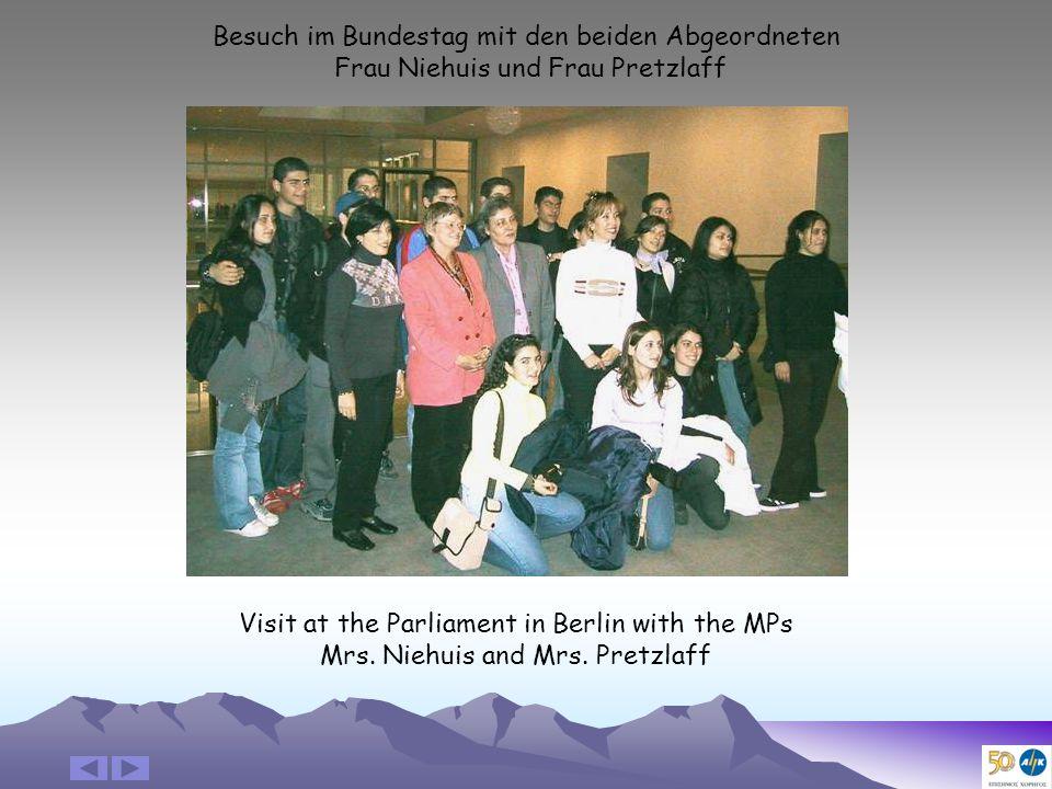 Besuch im Bundestag mit den beiden Abgeordneten Frau Niehuis und Frau Pretzlaff Visit at the Parliament in Berlin with the MPs Mrs.