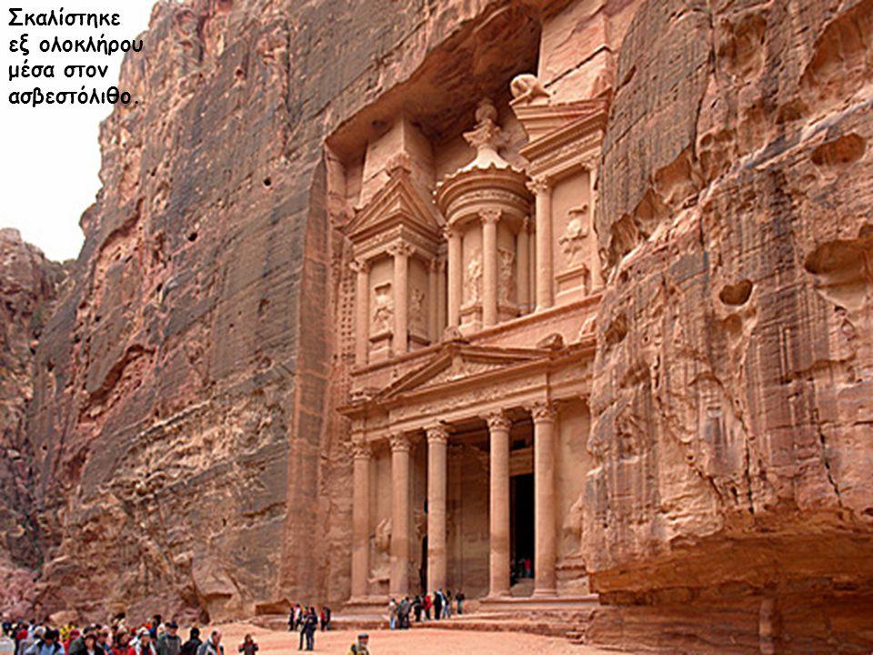 Το παλάτι της Πέτρας, ναός ελληνικού ρυθμού, αποκαλούμενος επίσης και «θησαυρός» ύψους 42m.
