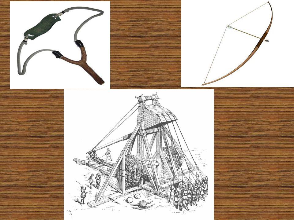 Σαν αμυντικά όπλα χρησιμοποιούσαν : Την ασπίδα η οποία είναι το αρχαιότερο αμυντικό όπλο.