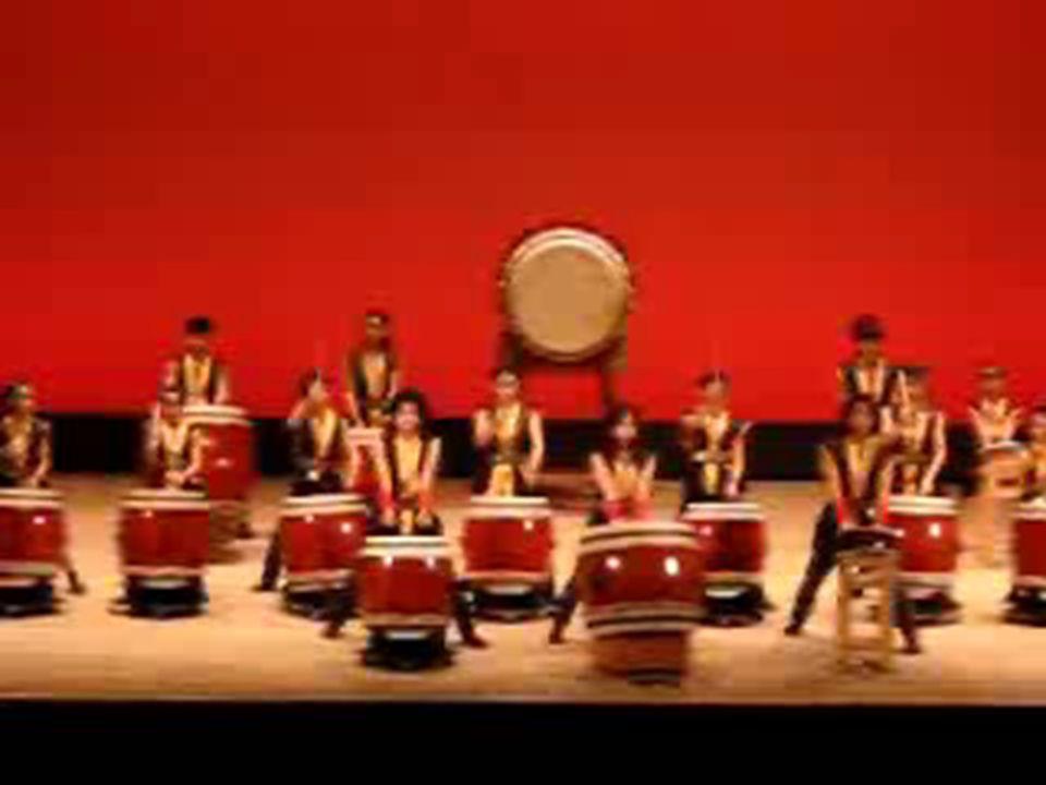 kotsuzumi It is an hour glass-shaped drum.