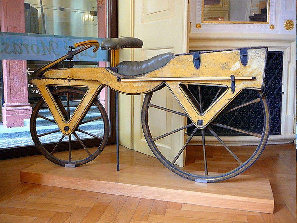  Το 1839, ο Σκωτσέζος σιδηρουργός Κιρκπάτρικ Μακμίλαν σχεδιάζει την velocipede.