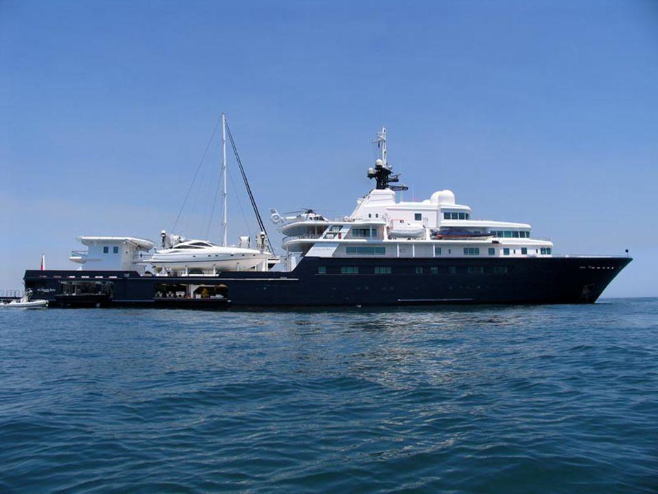 Αυτό είναι το δεύτερο βοηθητικό συνοδευτικό σκάφος που ακολουθεί το προηγούμενο του κυρίου Αμπράμοβιτς και απλά κουβαλάει πάνω του μικροπράγματα.