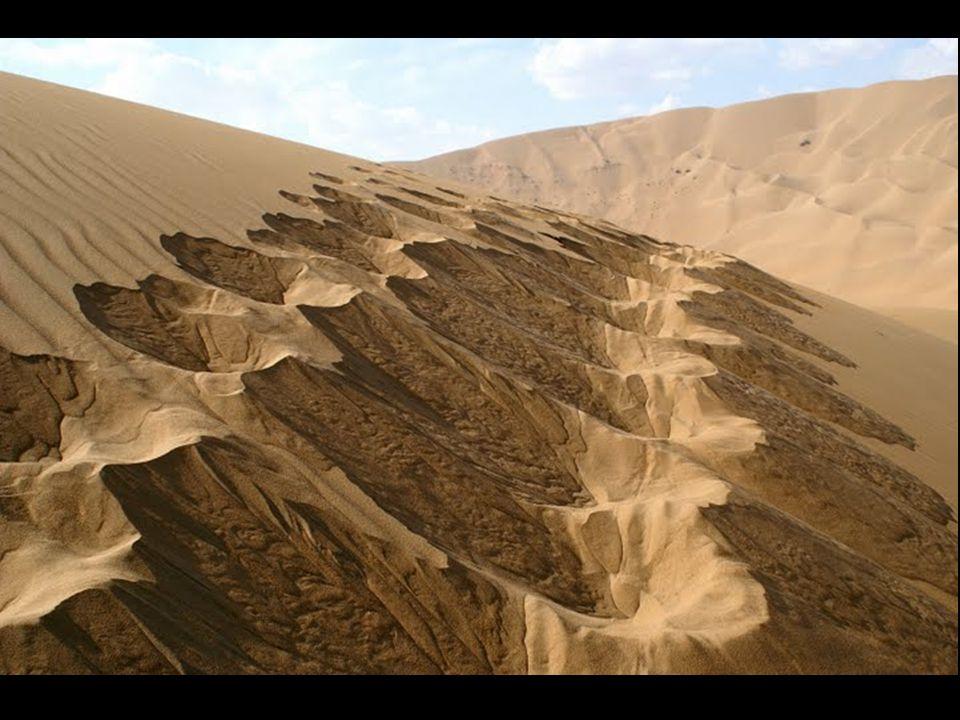Η έρημος Badain Jaran βρίσκεται στο βόρειο τμήμα της Κίνας, στην Εσωτερική Μογγολία.