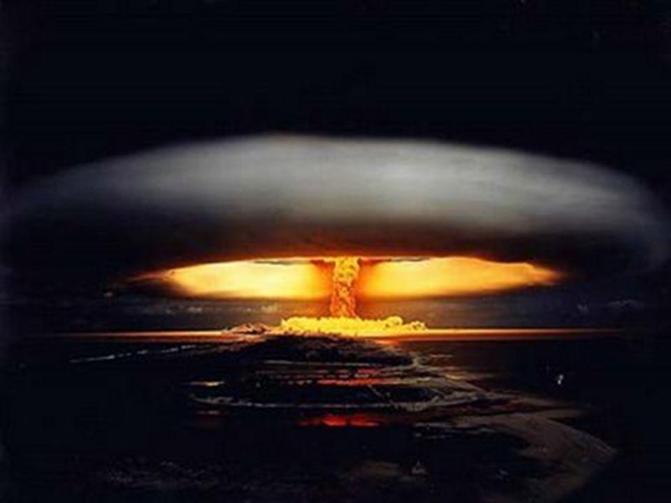 Η συνταρακτική αυτή καταστροφή στη Χιροσίμα ( Ναγκασάκι ) που στέρησε τις ζωές 100.000 κατοίκων και άφησε πίσω της 70.000 τραυματισμένους ( αρχικά υπή