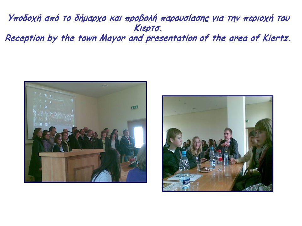 Υποδοχή από το δήμαρχο και προβολή παρουσίασης για την περιοχή του Κιερτσ.