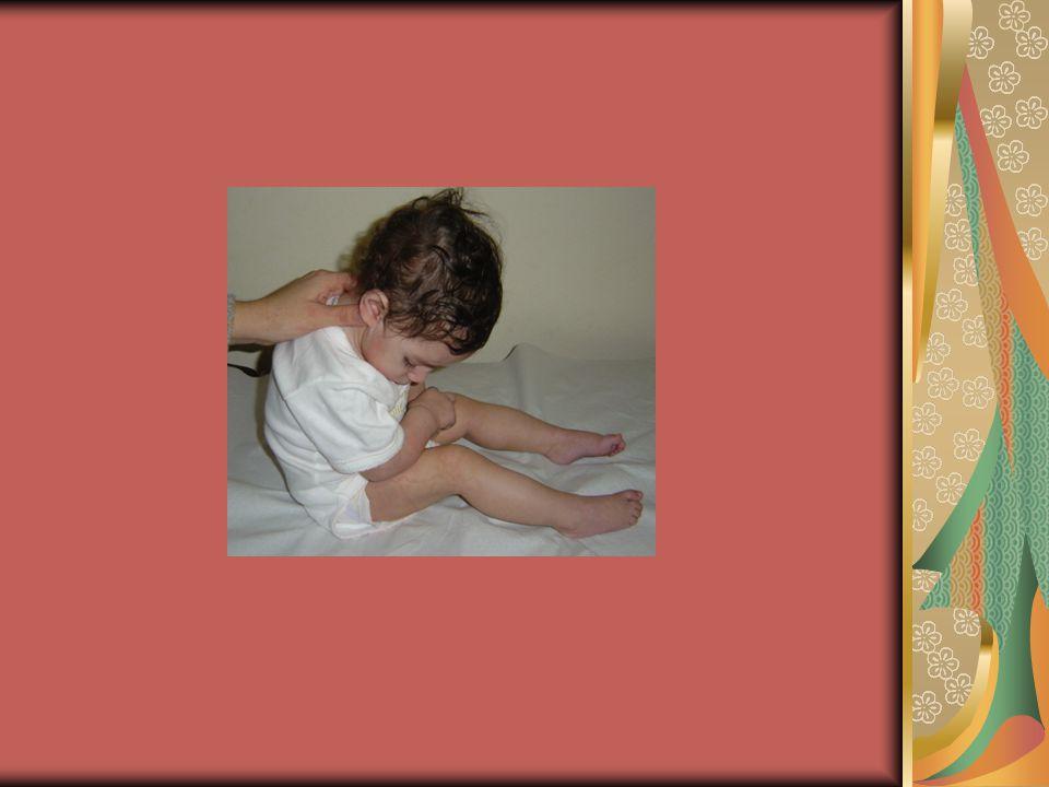 Γιώργος, 4,5 ετών Δεν μπορεί να περιμένει τη σειρά του Μιλά ασταμάτητα, στριφογυρίζει στη θέση του, σηκώνεται συνέχεια Τρέχει ή σκαρφαλώνει ενώυπάρχει κίνδυνος Δημιουργεί αναστάτωση στην τάξη Το νοητικό του επίπεδο είναι καλό Την ώρα της εξέτασης πειράζει ό,τι βρίσκεται πάνω στο γραφείο σας και ξαφνικά βρίσκεται κάτω από το γραφείο