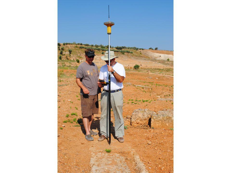 Εφαρμογές GIS στην αρχαιολογία 3 η ενότητα: εισαγωγή και επεξεργασία της αρχαιολογικής πληροφορίας Για να ρυθμιστεί ένα GPS στο ΕΓΣΑ 87 χρειάζεται πρώτα να προστεθεί το ΕΓΣΑ87 ως User datum και να οριστεί το αντίστοιχο σύστημα συντεταγμένων ως User grid.