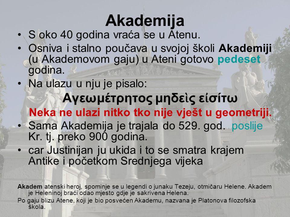Akademija S oko 40 godina vraća se u Atenu. Osniva i stalno poučava u svojoj školi Akademiji (u Akademovom gaju) u Ateni gotovo pedeset godina. Na ula