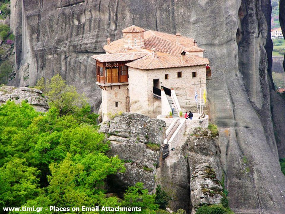 Ce n'est qu'au XIVe siècle qu'ils construisirent les monastères perchés en haut des rochers. A leur apogée, on comptait 24 monastères. Un bon nombre f