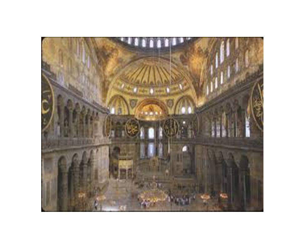 Στην Αγία Σοφία στέφονταν οι αυτοκράτορες,οι Πατριάρχες και γίνονταν οι δοξολογίες θριάμβου.