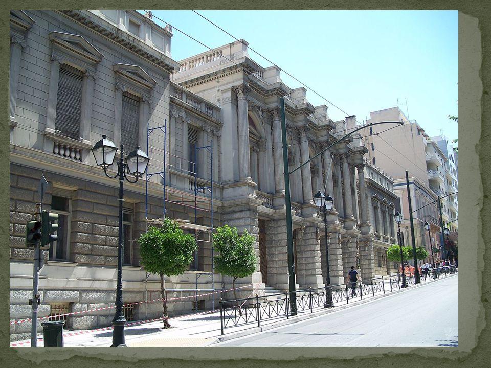 Το κτίριο ανακαινίστηκε για πρώτη φορά το 1930-31, υπό την εποπτεία του σκηνογράφου Κλεόβουλου Κλώνη.