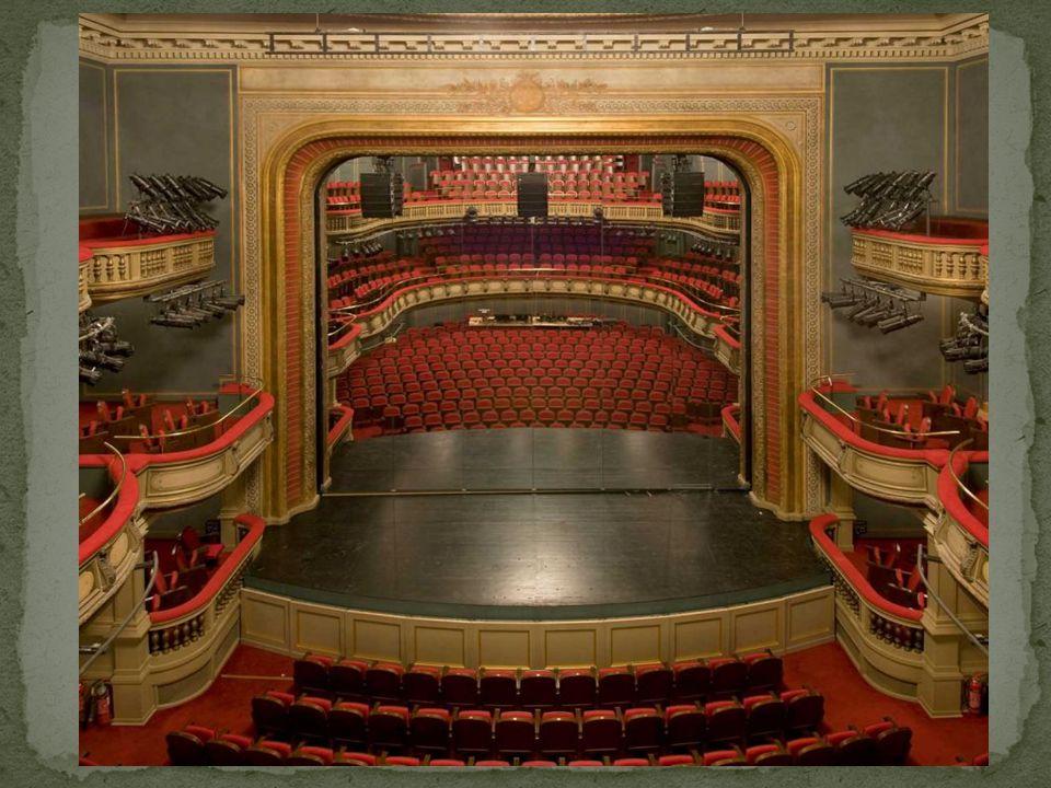 Τα εγκαίνια έγιναν με την παράσταση «Αγαμέμνων» του Αισχύλου και τη μονόπρακτη κωμωδία «Ο Θείος Όνειρος» του Ξενόπουλου στις 19 Μαρτίου 1932.