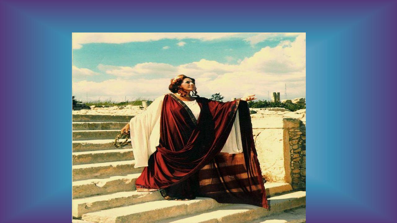 Αυτή, όταν έμεινε χήρα, ανέλαβε η ίδια την εκγύμναση και την προετοιμασία του γιου της Πεισιρόδου, για να λάβει μέρος στο αγώνισμα της πυγμαχίας κατά την 96η Ολυμπιάδα (396 π.Χ.).