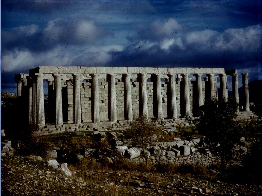 Στο γυμνό, βραχώδες τοπίο των Βασσών βρίσκεται ένας από τους σημαντικότερους και επιβλητικότερους ναούς της αρχαιότητας, αφιερωμένος στον Επικούριο Απόλλωνα.