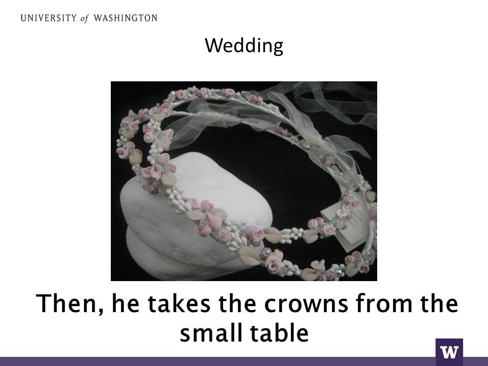Wedding παίρνει μια μπομπονιέρα με κουφέτα.
