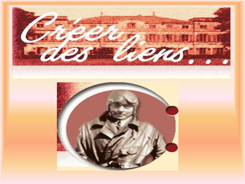 Antoine de Saint-Exupéry  Né à Lyon (1900)  Pilote de ligne  Seconde Guerre Mondiale  1943 pilote de l aviation américaine  Disparition (1944) au cours d une mission  Romans: Courrier-sud (1930) Vol de nuit (1931) Terre des hommes (1939) Le petit prince (1939)
