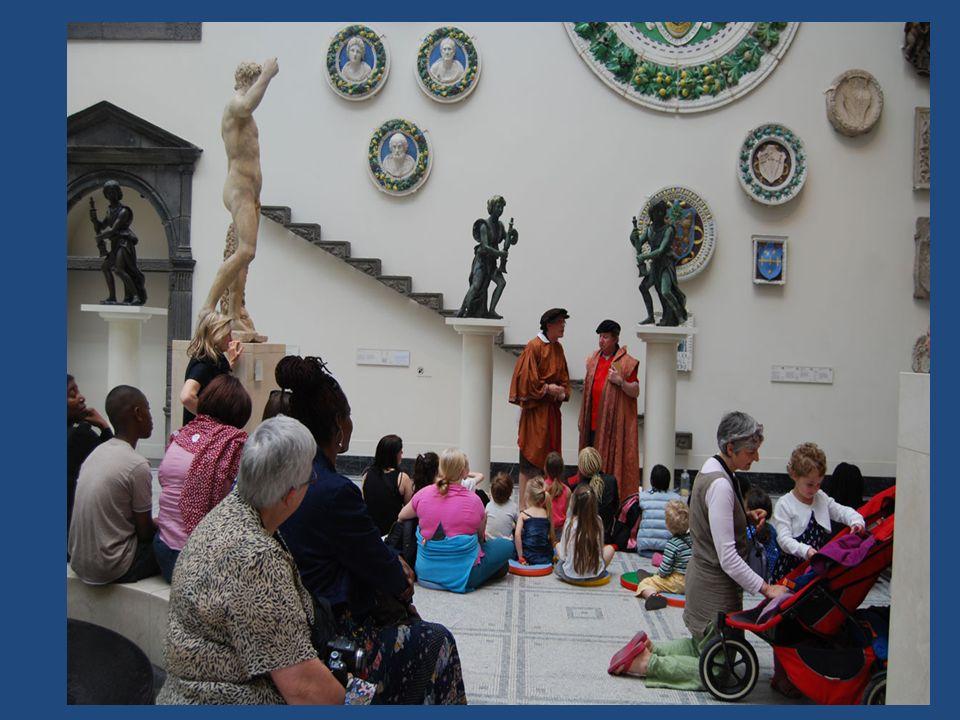 Τα μουσεία ως «τόποι» οργάνωσης και προβολής ιδεολογιών Το μουσείο διαντιδρά με τους επισκέπτες Την τοπική κοινωνία Τις ευρύτερες κοινωνικές-πολιτικές και οικονομικές συνθήκες Η προσέγγιση των μουσείων ως ιδεολογικών/εθνικών μηχανισμών (Anderson, 1983) και η «επινόηση της παράδοσης» (Hobsbawm & Ranger, 1983)
