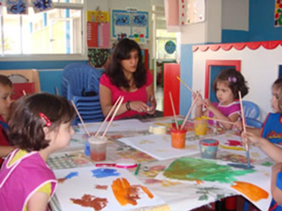 Περιγραφή επαγγέλματος Ο ειδικός Βοηθών Βρεφονηπιοκόμων είναι εκπαιδευμένος να : Παρακολουθεί υπεύθυνα τα παιδιά σε όλες τους τις δημιουργικές δραστηριότητες.