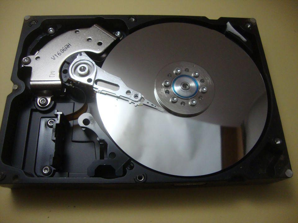 Σκληρος δισκος(HHD) Ο σκληρός δίσκος είναι ένα μαγνητικό αποθηκευτικο μεσο το οποιο αποθηκεύει μεγάλες ποσότητες δεδομένων.