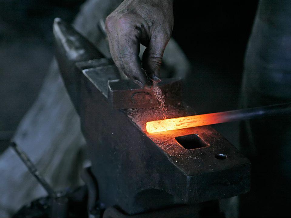 Το φως μπορεί και «ταξιδεύει» στα λεγόμενα διαφανή υλικά....