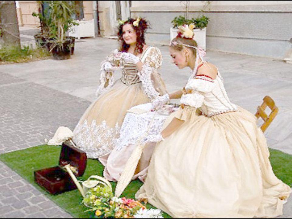Σπουδαίοι Μίμοι Ο Σαρλό ο πιο μεγάλος ρομαντικός μίμος του 19ου αιώνα.Ο Μαρσέλ Μαρσό ο πιο γνωστός μίμος της σύγχρονης εποχής.Ο Μαρσό έδωσε νέα πνοή στη παντομίμα..δίδαξε στο Παρίσι και έπαιξε σε 85 χώρες.