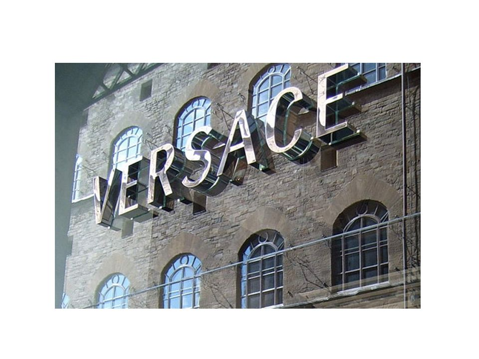 H ζωή του… Ο Gianni Versace, γεννήθηκε στις 2 Δεκεμβρίου του 1946 στην Reggio Calabria της Ιταλίας.