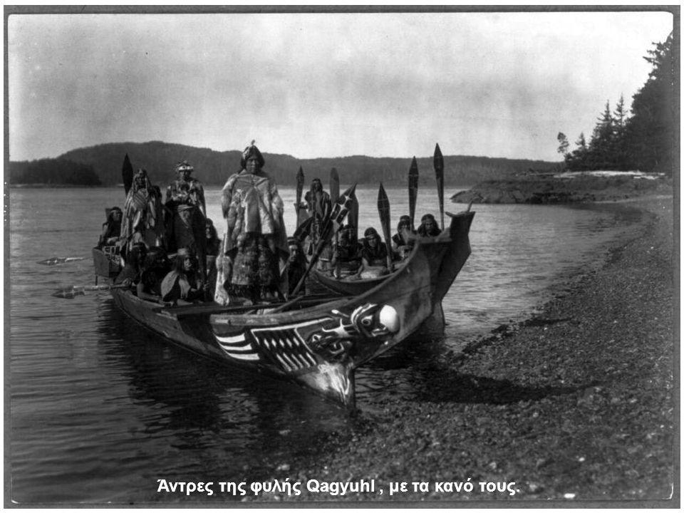 Άντρες της φυλής Qagyuhl, με τα κανό τους.