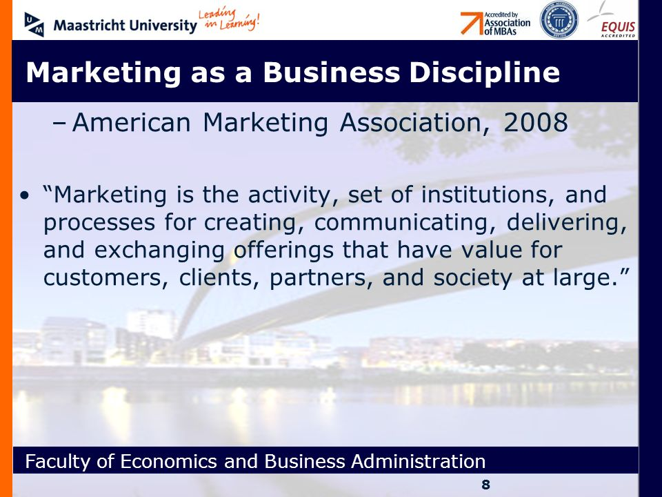 Faculty of Economics and Business Administration Κοινωνικό κ Περιβαλλοντικό ΜΚΤ Η έννοια του κοινωνικού και περιβαλλοντικού μάρκετινγκ προϋποθέτει ότι καθήκον του οργανισμού είναι να εξετάζει και να καθορίζει τις ανάγκες, τις επιθυμίες, και τα ενδιαφέροντα του των αγορών στόχων και να προσφέρει τισ επιθυμητές ικανοποιήσεις πιο αποτελεσματικά και αποδοτικά από τους ανταγωνιστές κατά τρόπο που διατηρεί η προάγει όχι μόνο την οικονομική αλλά ταυτόχρονα την κοινωνική, και την περιβαλλοντική ευημερία του καταναλωτή και της κοινωνίας.