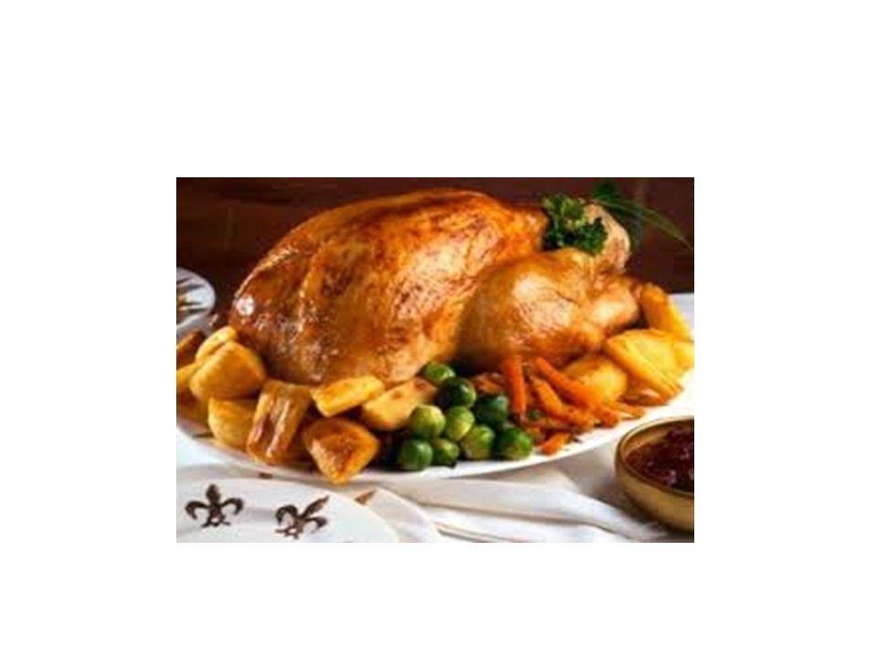 ΧΡΙΣΤΟΥΓΕΝΝΙΑΤΙΚΟ ΚΕΙΚ Το χριστουγεννιάτικο κέικ είναι η συνέχεια του αρχαίου ψωμιού με ξηρούς καρπούς και παστά φρούτα, που η συνταγή του προέρχεται από την αρχαία Ρώμη.