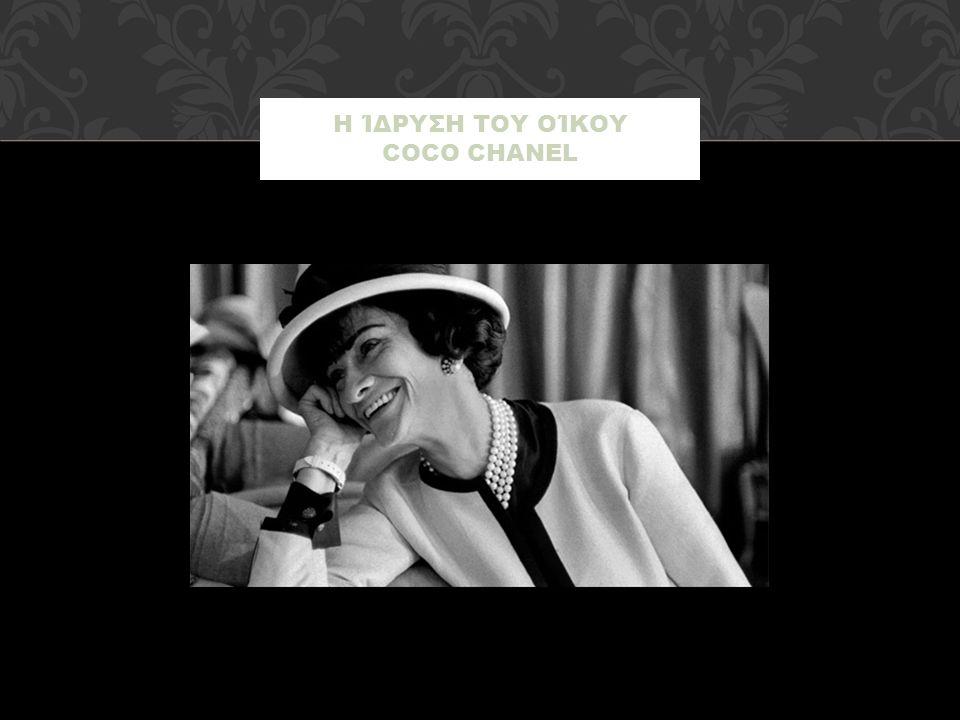 Το 1910 ανοίγει ένα μαγαζί με καπέλα με το όνομα «Chanel Modes» και γνώρισε τεράστια επιτυχία όταν μία σταρ του θεάτρου δοκίμασε τα καπέλα της.