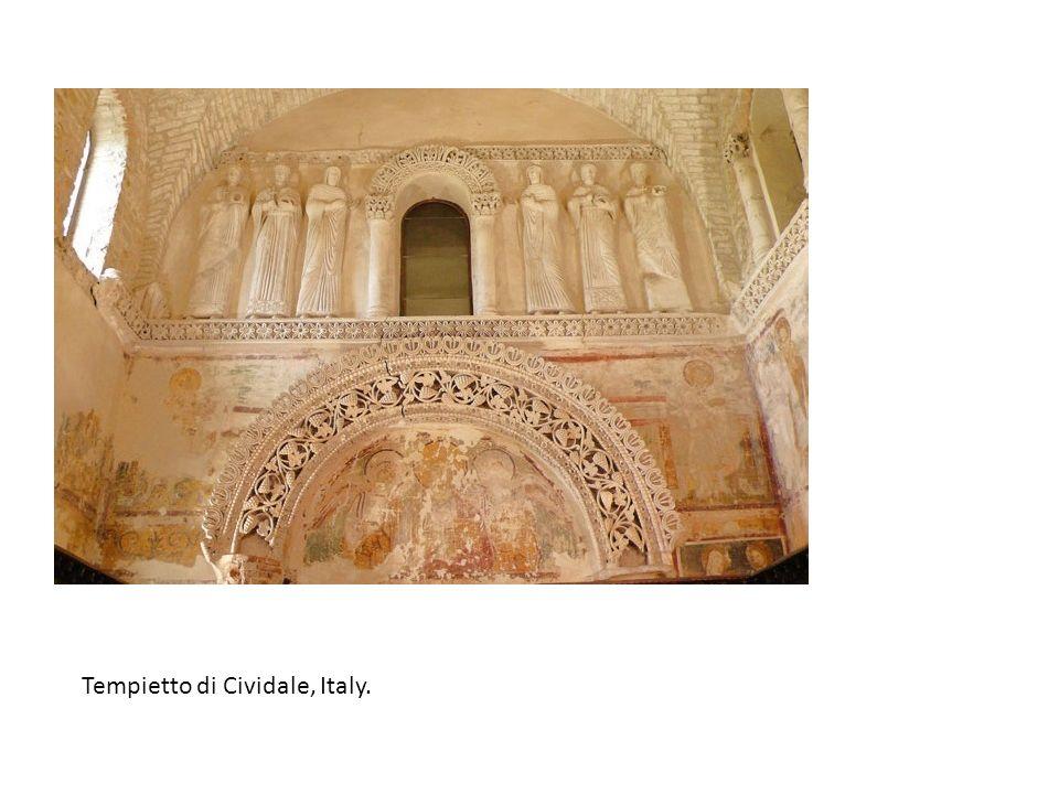 Στην εικόνα δύο στο δυτικό τείχος του ναού απεικονίζονται δυο γυναικείες μορφές που φέρουν πέπλο με τα χέρια τους τοποθετημένα σε δεόμενη στάση.