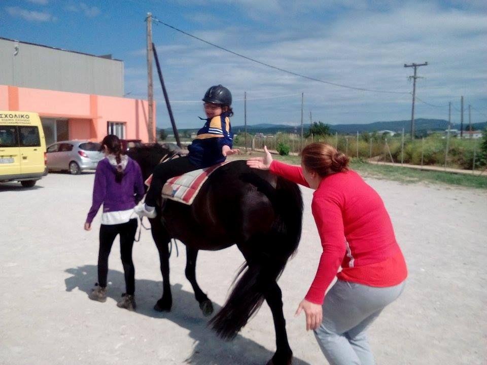 Στροφές πάνω στο άλογο…! Φωτο…