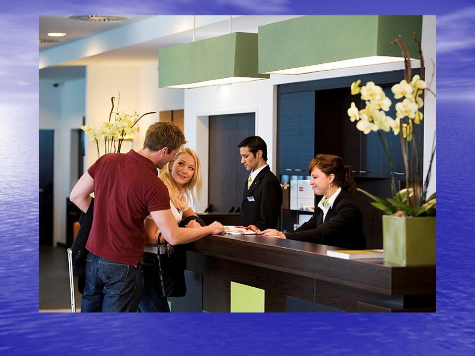 ΤΜΗΜΑ ΥΠΟΔΟΧΗΣ(FRONT OFFICE) Αν ο μαθητής /τρια εργαστεί ως υπάλληλος Υποδοχής (ρεσεψιονίστ) έχει μάθει να:  Βοηθά κατά την άφιξη και αναχώρηση των πελατών των πελατών  Καταγράφει τα στοιχεία των πελατών στα χειρόγραφα βιβλία και έντυπα του ξενοδοχείου χειρόγραφα βιβλία και έντυπα του ξενοδοχείου  Χειρίζεται το ηλεκτρονικό σύστημα κρατήσεων σε Η/Υ σε Η/Υ  Ενημερώνει τα υπόλοιπα τμήματα του ξενοδοχείου (εστιατόριο, bar, λογιστήριο κ.ά) ξενοδοχείου (εστιατόριο, bar, λογιστήριο κ.ά)