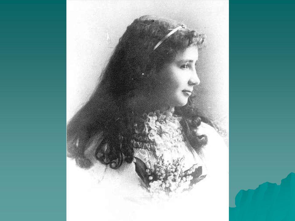  Η περίπτωσή της διαδόθηκε παγκοσμίως λόγω ενός θεατρικού έργου το οποίο ήταν βασισμένο στην αυτοβιογραφία της, που αναπαριστούσε τις προσπάθειες της Σάλιβαν να αναπτύξει έναν κώδικα επικοινωνίας μαζί της με την παντελή έλλειψη ομιλίας.