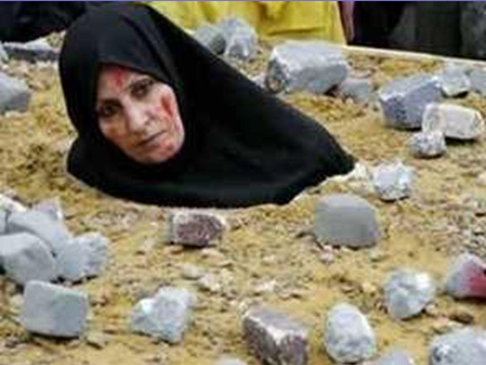 ΛΙΘΟΒΟΛΙΣΜΟΣ Η μοιχαλίδα τιμωρείται με λιθοβολισμό. Η γυναίκα τοποθετείται σε μια τρύπα στο έδαφος και καλύπτεται μέχρι το στήθος με χώμα. Τότε οι