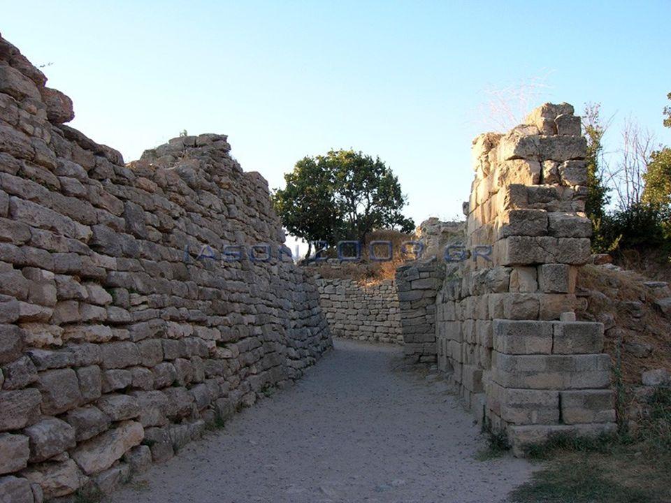Αρχαιολογική ανακάλυψη  Ο Γερμανός αρχαιολόγος Ερρίκος Σλήμαν ήταν από την αρχή πεπεισμένος πως θα ανακάλυπτε την χαμένη ομηρική πόλη στον λόφο του Χισαρλίκ στην Τουρκία και τελικά τα κατάφερε.