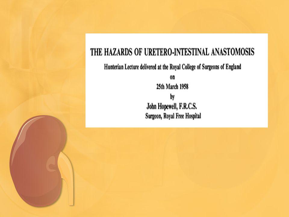 Ιστορική Αναδρομή •Ιστορικά η πρώτη προσπάθεια εκτροπής της πορείας των ούρων έγινε με τη δημιουργία μίας οδού επικοινωνίας μεταξύ του εντέρου και των ουρητήρων •Το έντερο δεν είναι «κατασκευασμένο» για να αποτελεί τμήμα της ουροφόρου οδού •Η βελτίωση των χειρουργικών τεχνικών και η πιο ολοκληρωμένη υποστηρικτική φροντίδα (καλύτερα αντιβιοτικά, σωστότερη χρήση των υγρών κ.ά) έχουν αυξήσει το προσδόκιμο επιβίωσης ασθενών με κάποιας μορφής ουρητηρο-εντεροστομία και διεύρυναν το εύρος των εφαρμογών της σ' όλες τις ηλικίες των ασθενών