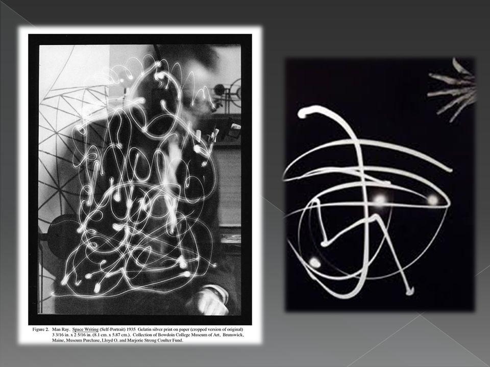  Αμέσως ο Picasso άρχισε να φτιάχνει τις δικές του εικόνες στον αέρα, με ένα μικρό φακό μέσα σε ένα σκοτεινό δωμάτιο.