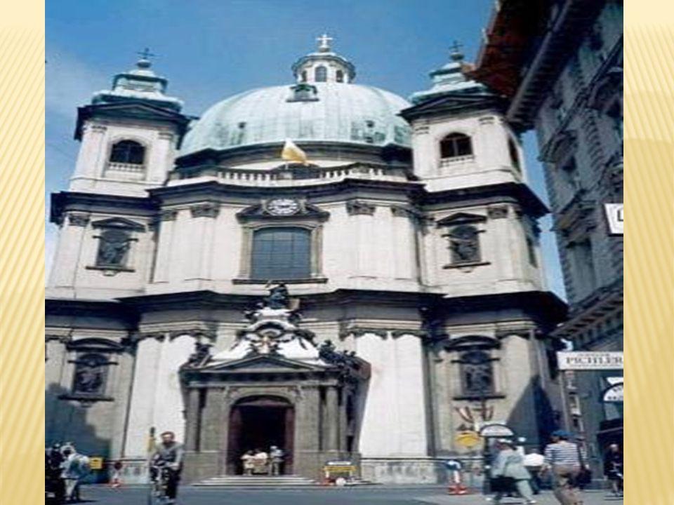 Ναός Αγίου Πέτρου Ο ναός του Αγίου Πέτρου είναι αντίγραφο της εκκλησίας του Αγίου Πέτρου στη Ρώμη και για το σχεδιασμό του συνεργάστηκαν πολλοί αρχιτέκτονες, με σημαντικότερο τον Γκαμπριέλε Μοντάνι.