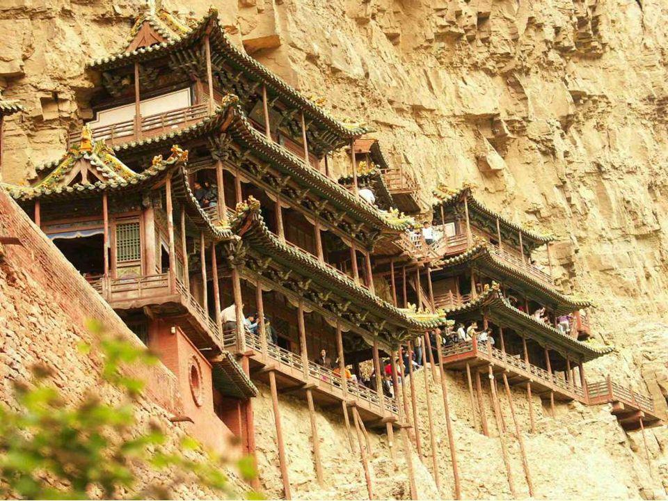 Κατασκευαστές από όλες τις χώρες του κόσμου επισκέπτονται το μοναστήρι.